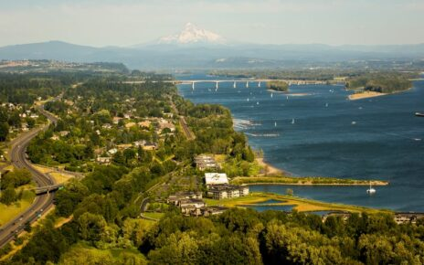 Aerial photo of Columbia River