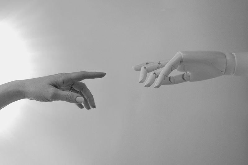 real hand and ai hand